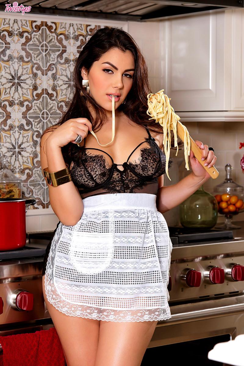 Valentina Nappi - На кухне - Галерея № 3459844