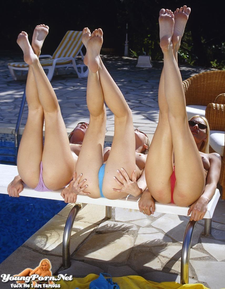 Три лесби блондинки в бассейне