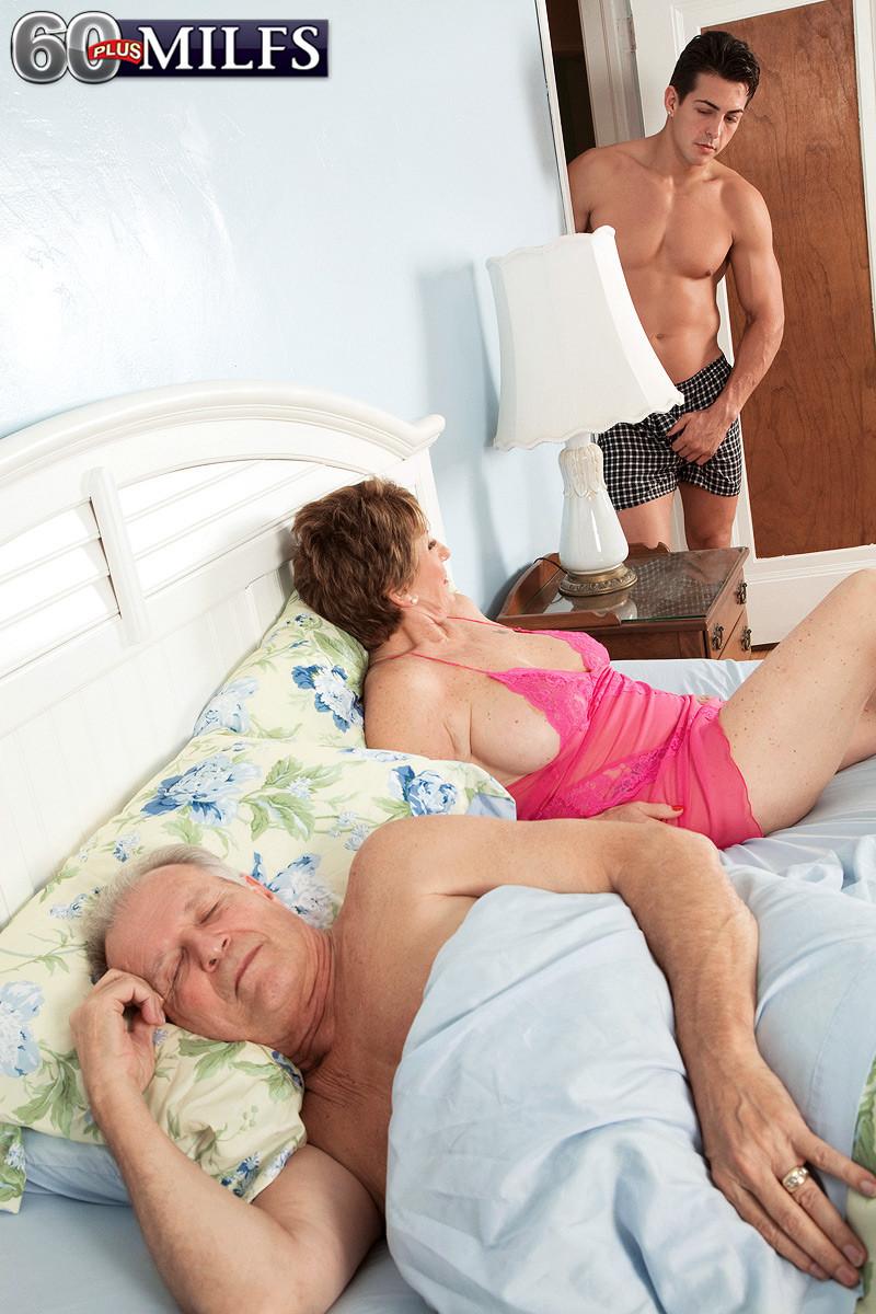 porno-mat-izmenila-muzhu