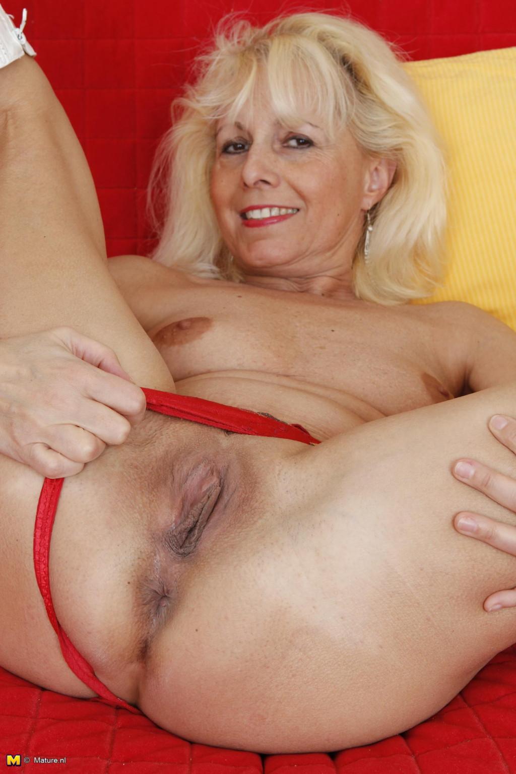 Зрелая женщина - Порно галерея № 3549199