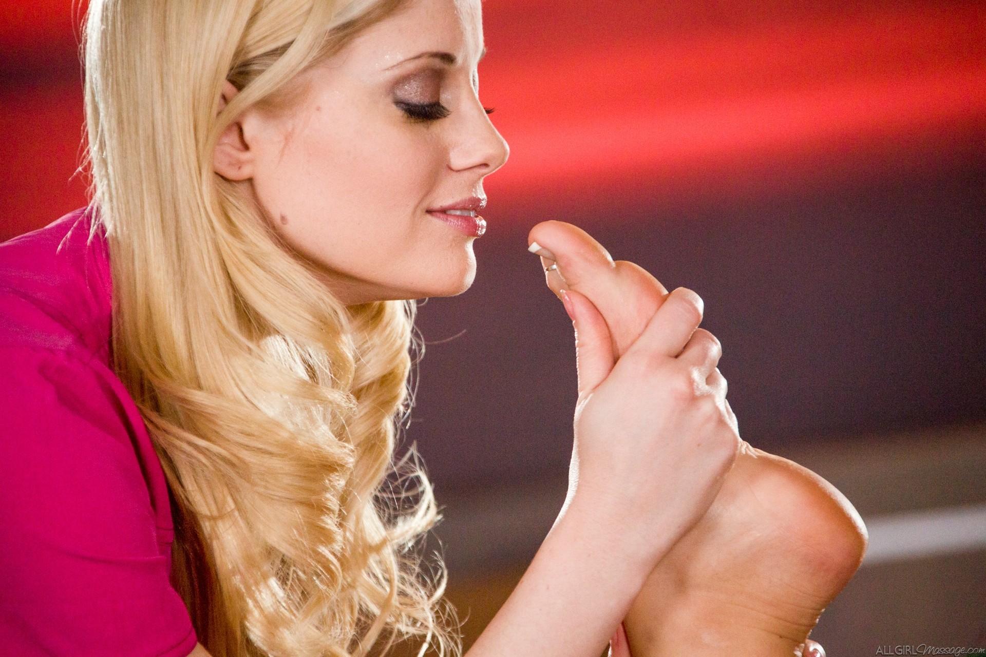 Charlotte Stokely, Alison Tyler - Массаж - Порно галерея № 3536744