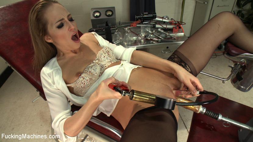 Roxy Rox - Секс машина - Порно галерея № 3393650