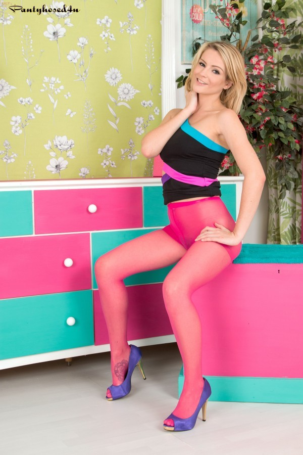 Vanessa Scott - В колготках - Галерея № 3520101