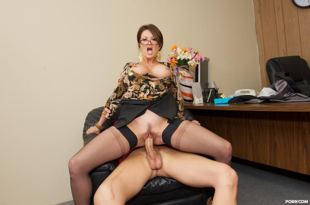 Порно Зрелых Женщин В Чёрных Чулках В Офисе