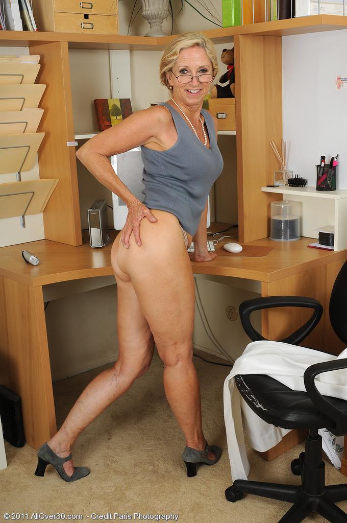 В офисе - Галерея № 3219391