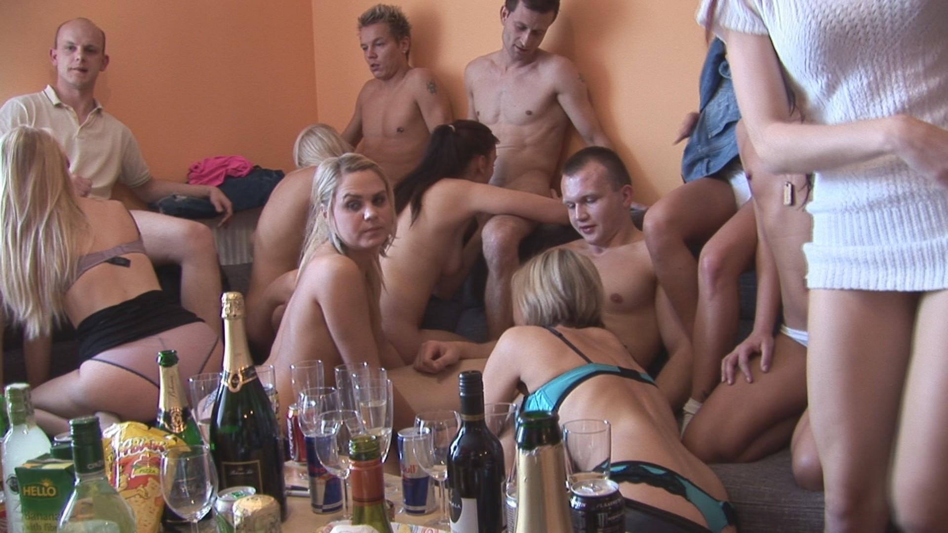 Чешские свингеры 4, Чешские свингеры онлайн. Смотреть бесплатное порно 4 фотография