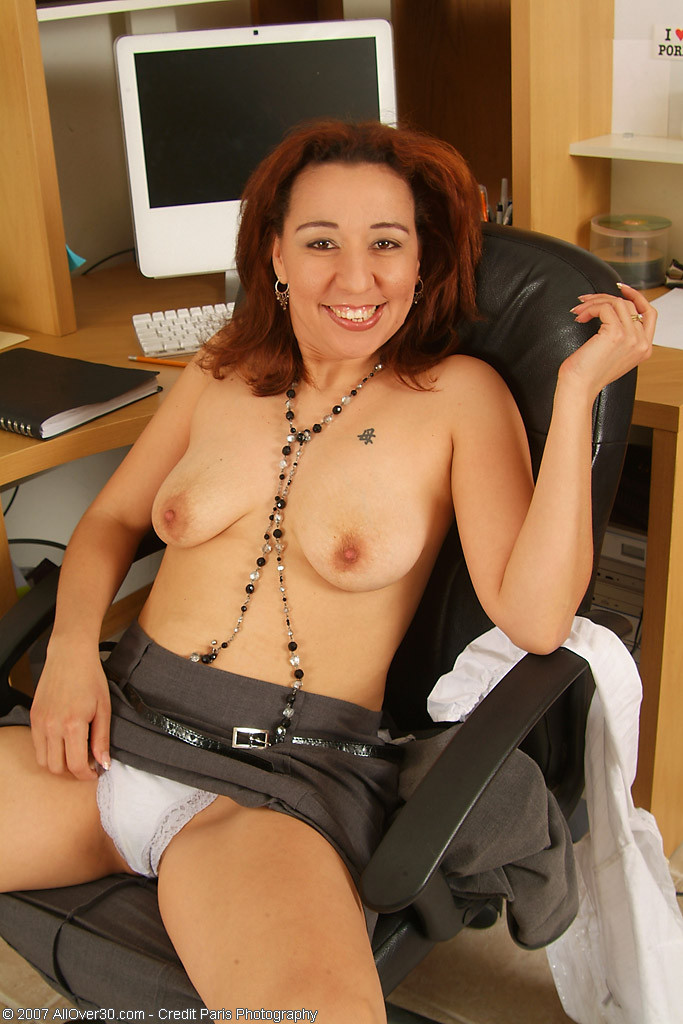 В офисе - Порно галерея № 2896541
