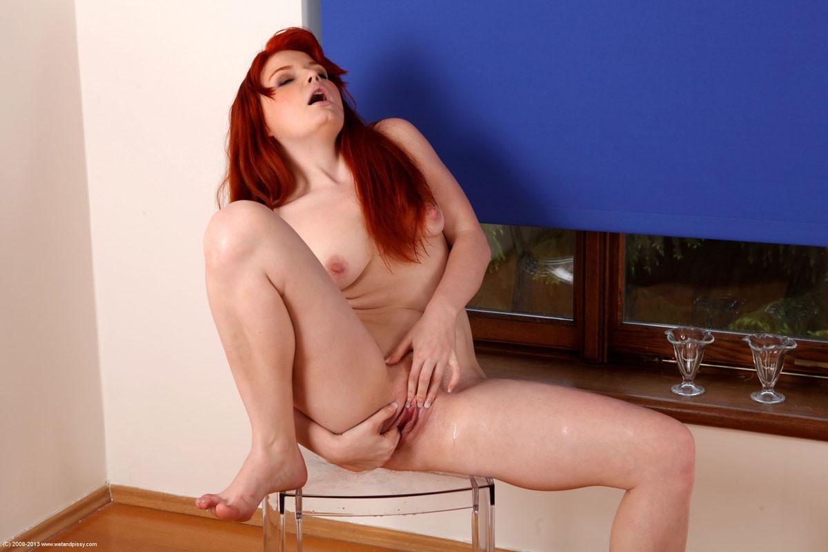 Barbara Babeurre - Писсинг - Порно галерея № 3362543