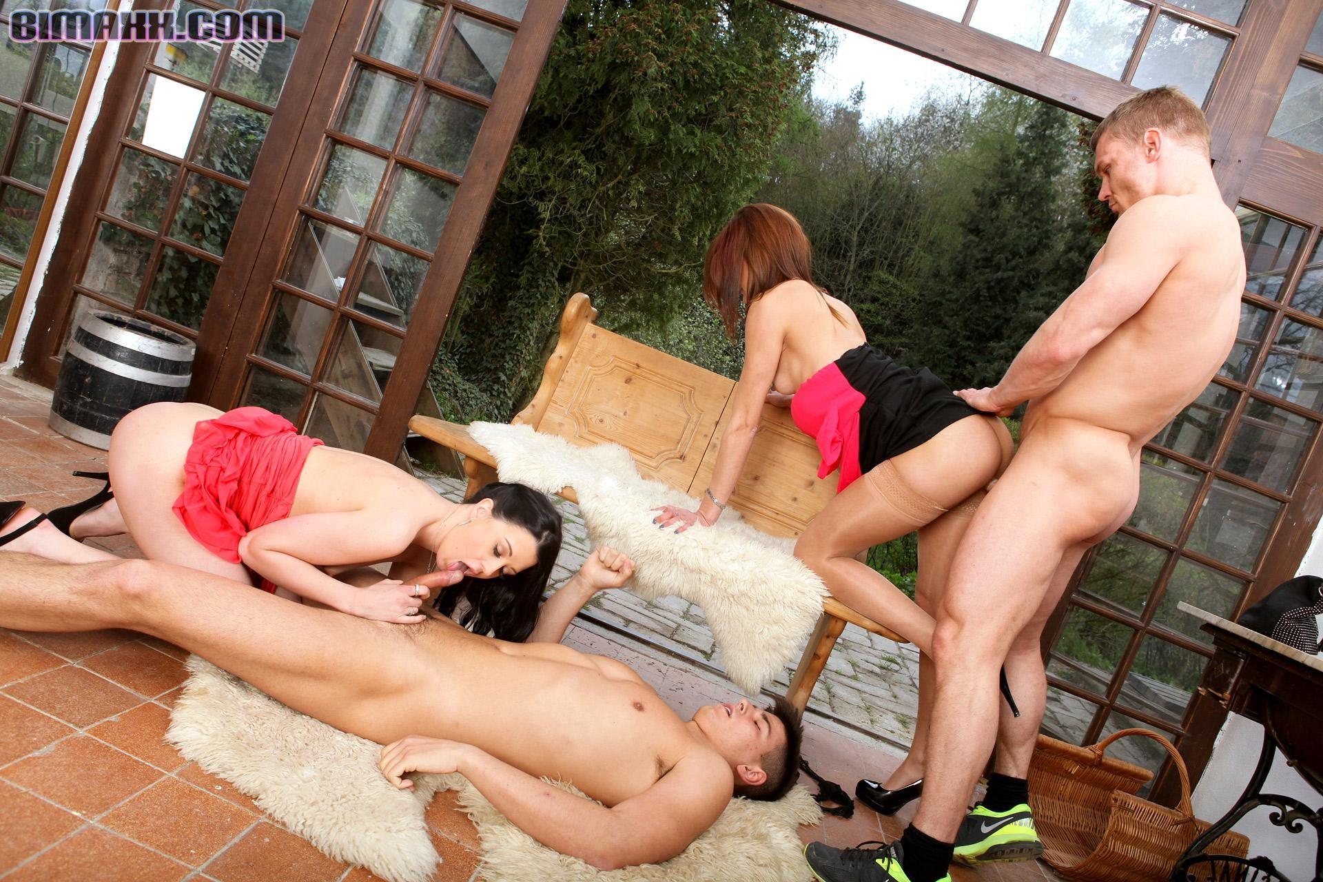 Бисексуальная групповушка