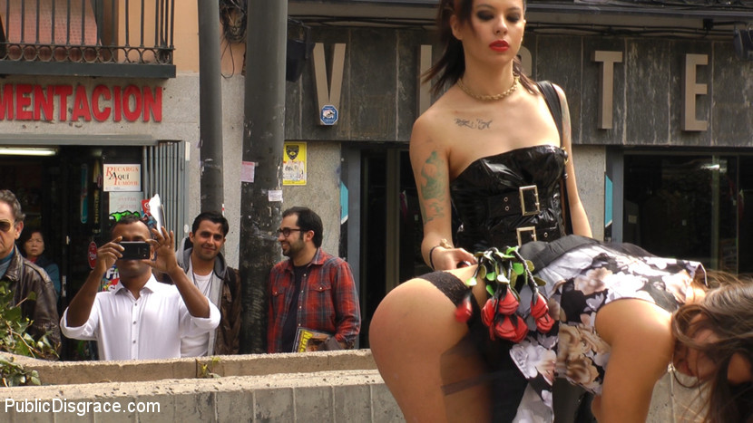 Satrina, Gala Brown - Публичное - Порно галерея № 3465711
