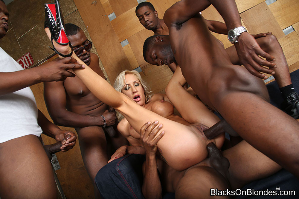 Hottest well hung black shemale