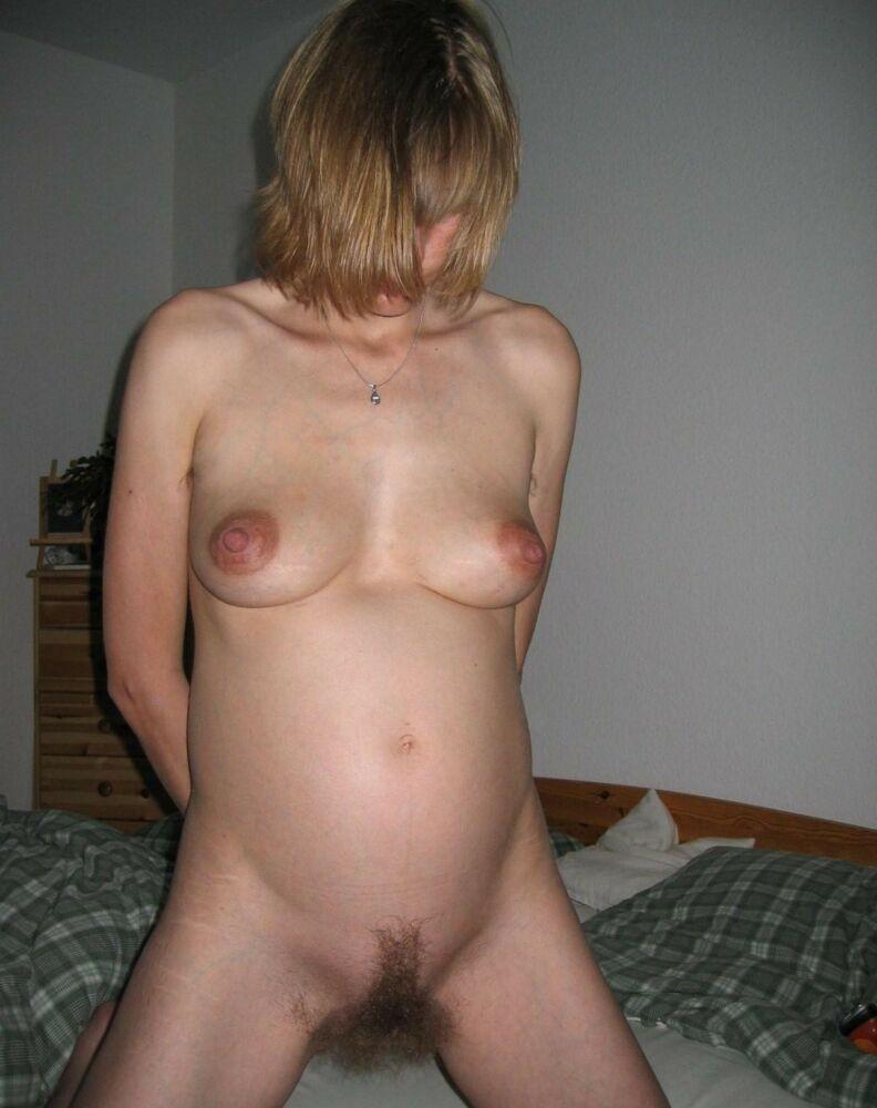 пиздой домашнее беременная с фото волосатой жена