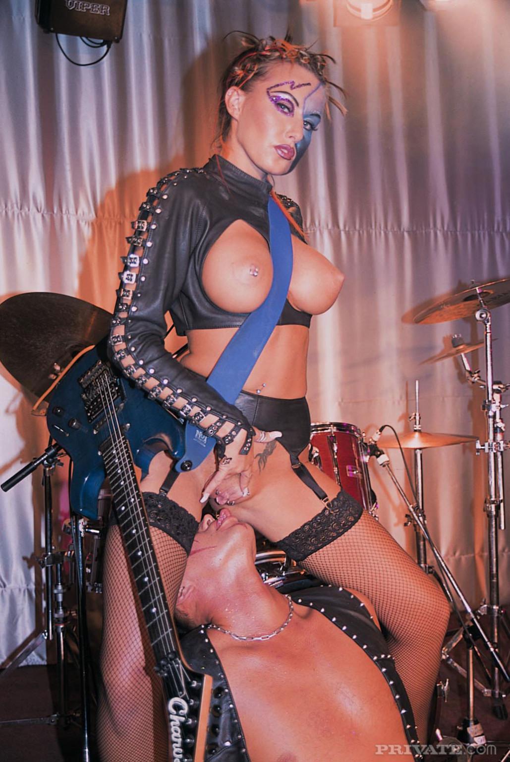 Sandra Iron, Michelle Wild - Публичное - Галерея № 3434357