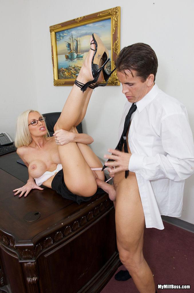 Порно онлайн шеф и секретарша