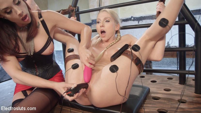 Christie Stevens, Chanel Preston - Страпон - Порно галерея № 3453438