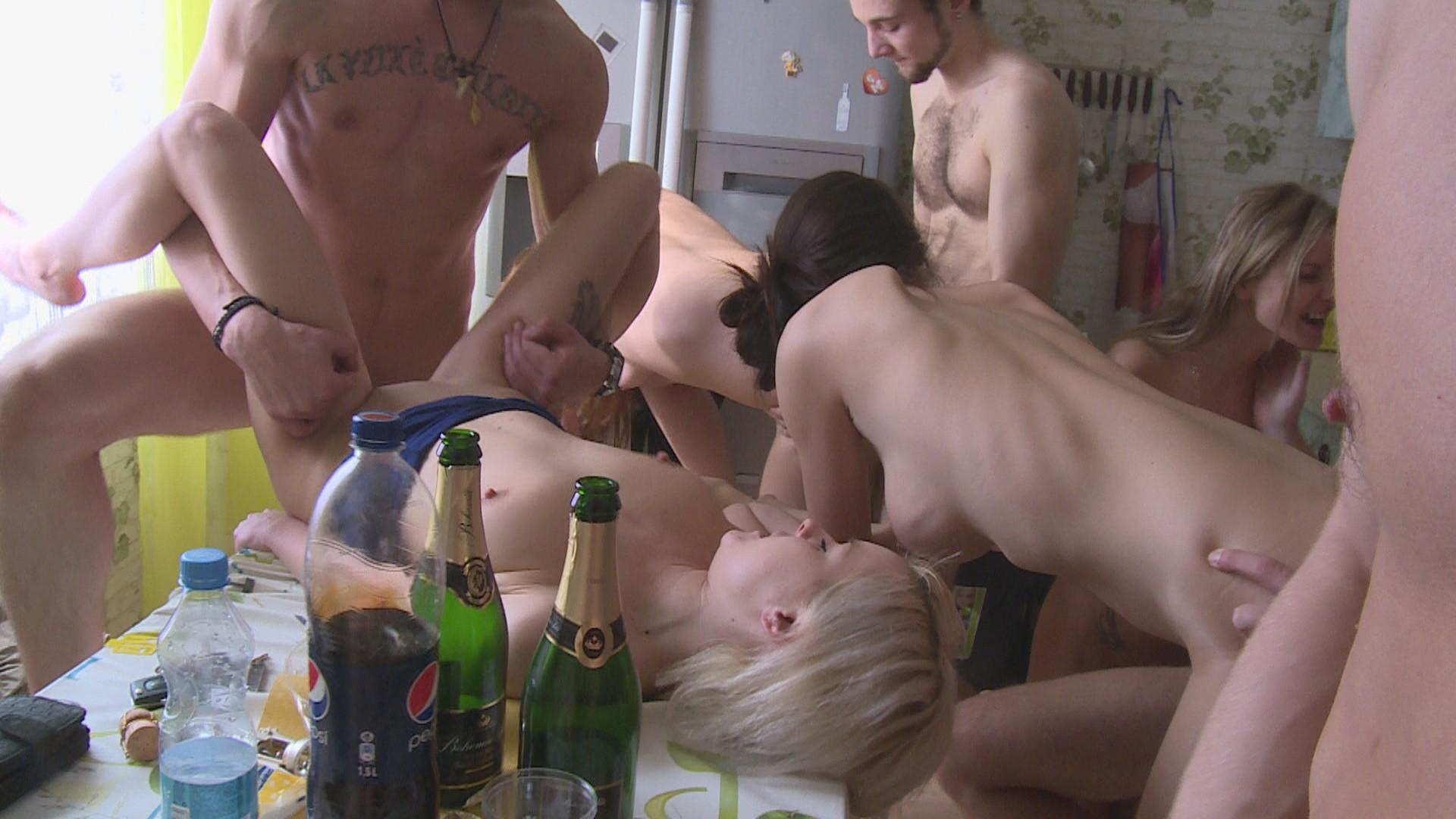 Русское порно пьян, Наслаждайтесь русским пьяным порно только на 6 фотография