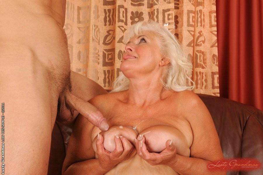 блондинками пожилыми сэкс с