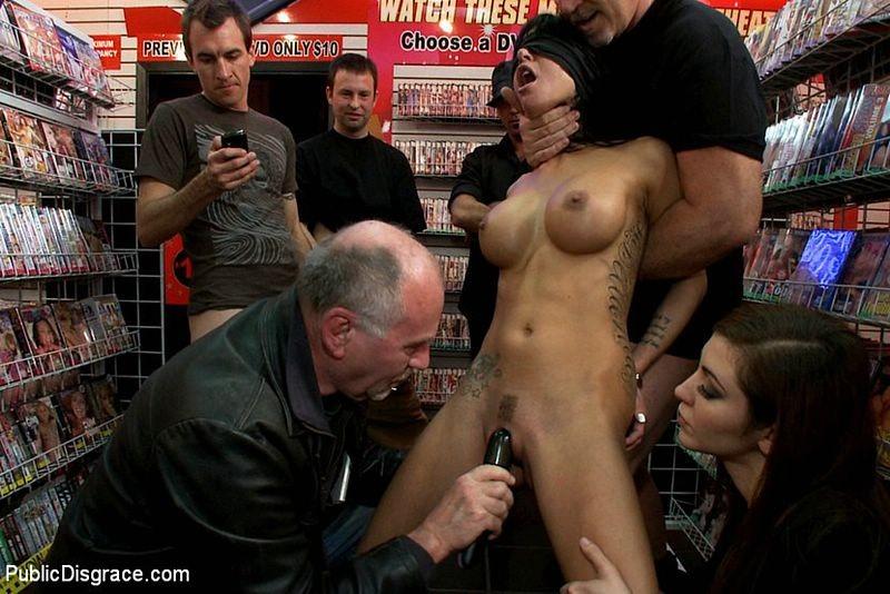 Порно туб в магазине