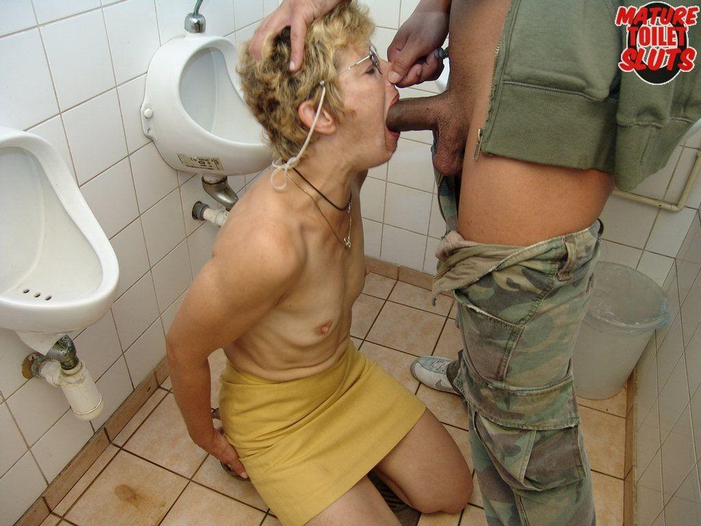 Парнуха туалете секс устуденти русская