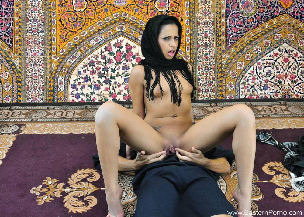 Как будет по арабски проститутка