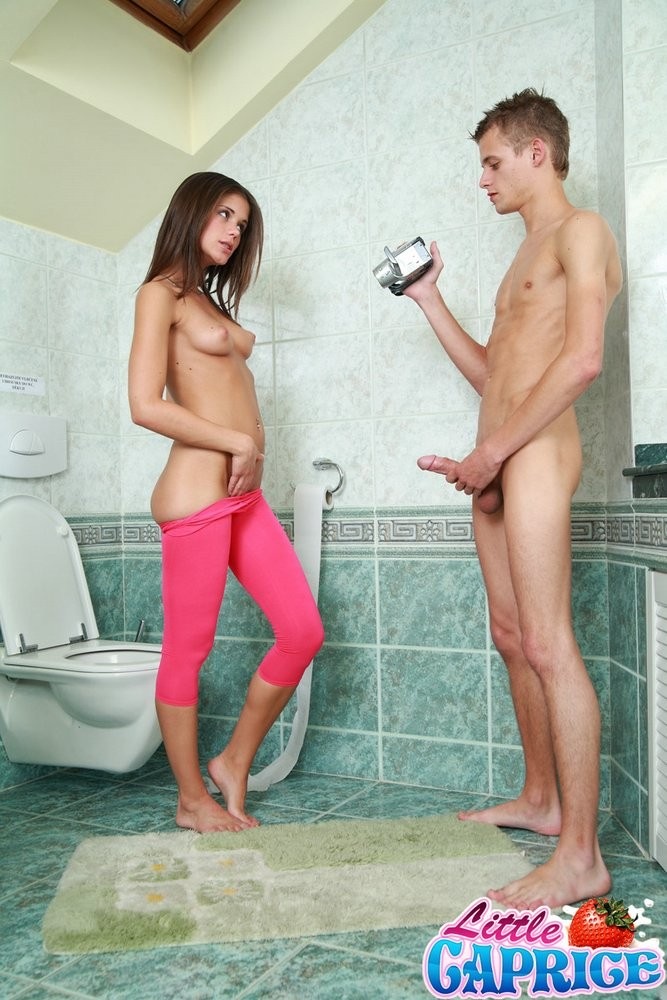 Сестры секс туалете