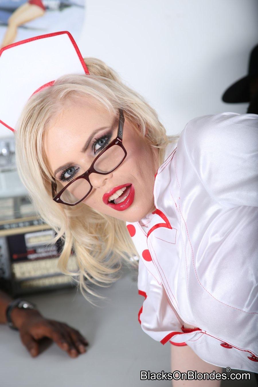 Kristy Snow - В униформе - Порно галерея № 3427689
