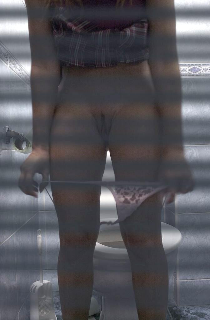 В туалете - Порно галерея № 1240768