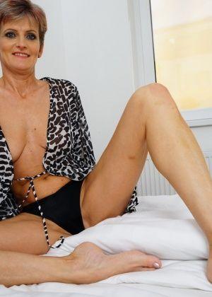 Порно галерея трахают зрелых75