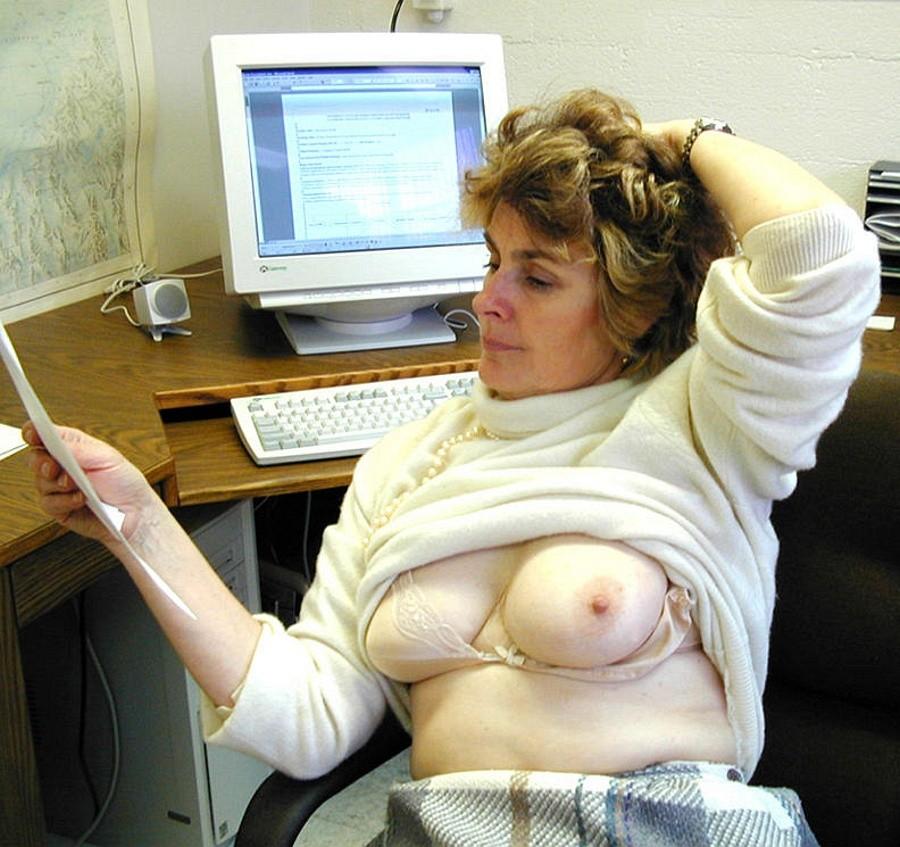 Голые женщины за компьютером - подборка 001