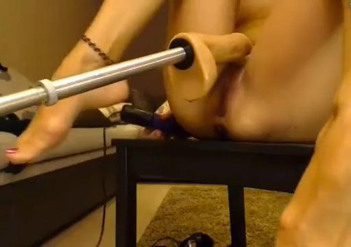 Секс машина долбит в жопу блондинку
