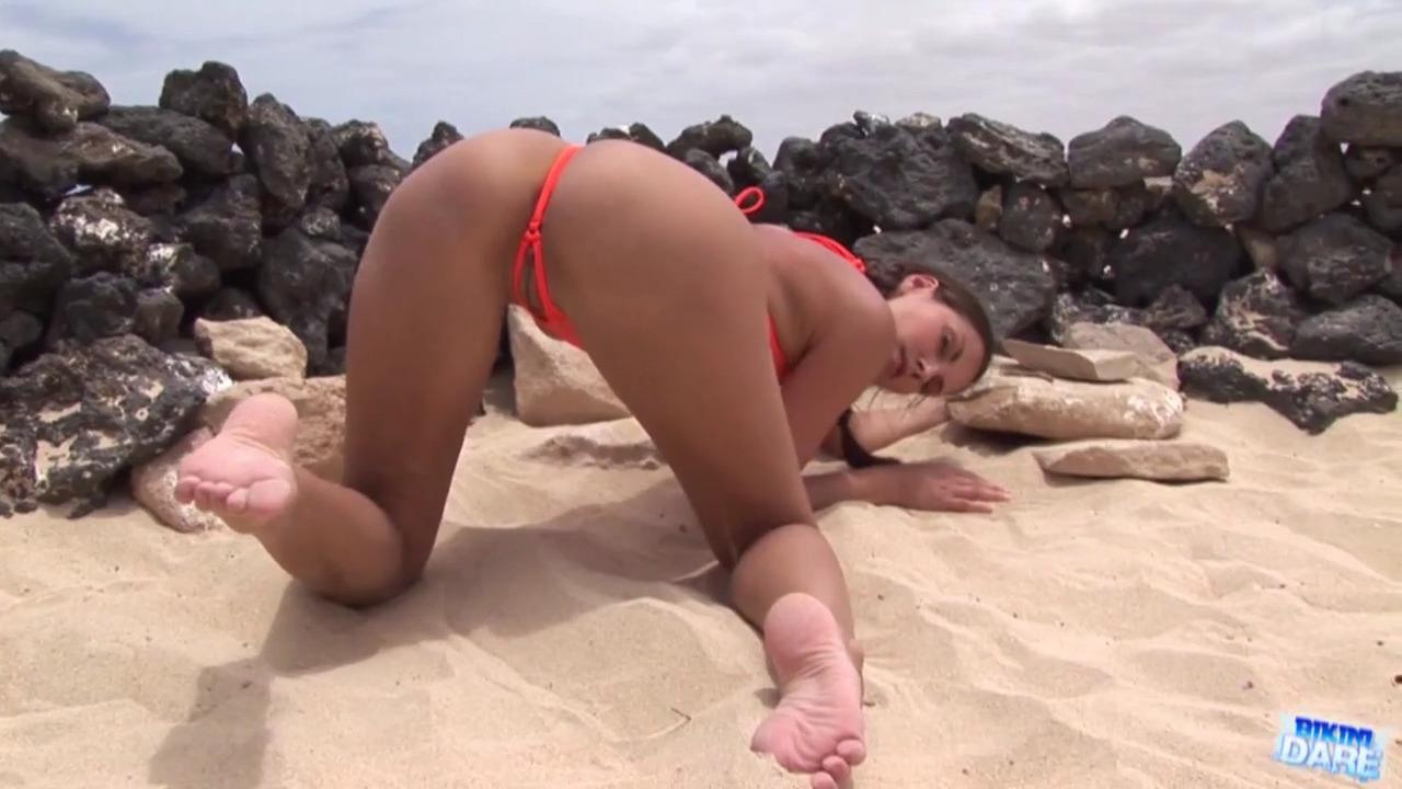 Секс с дырочкой в бикини видео 5