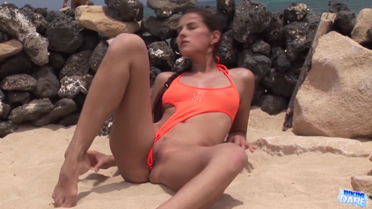 Категория девушки в мини бикини в порно видео