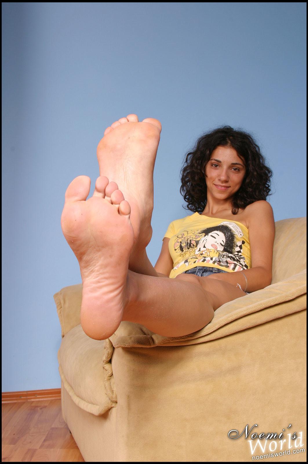 Бьянка ухаживает за своими ступнями