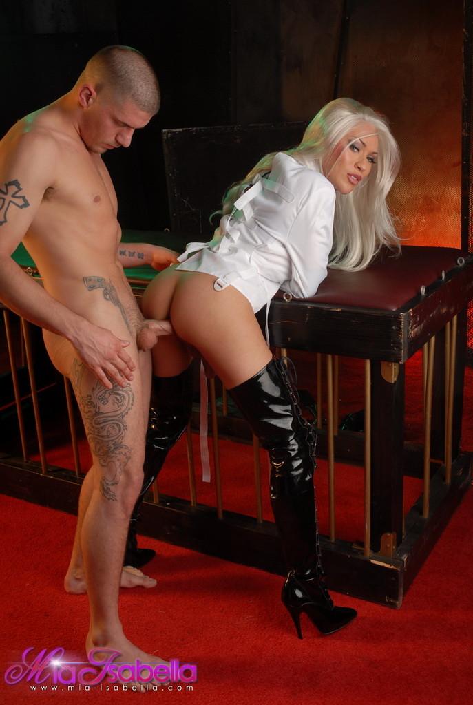 Секс фото с трансом Миа Изабела