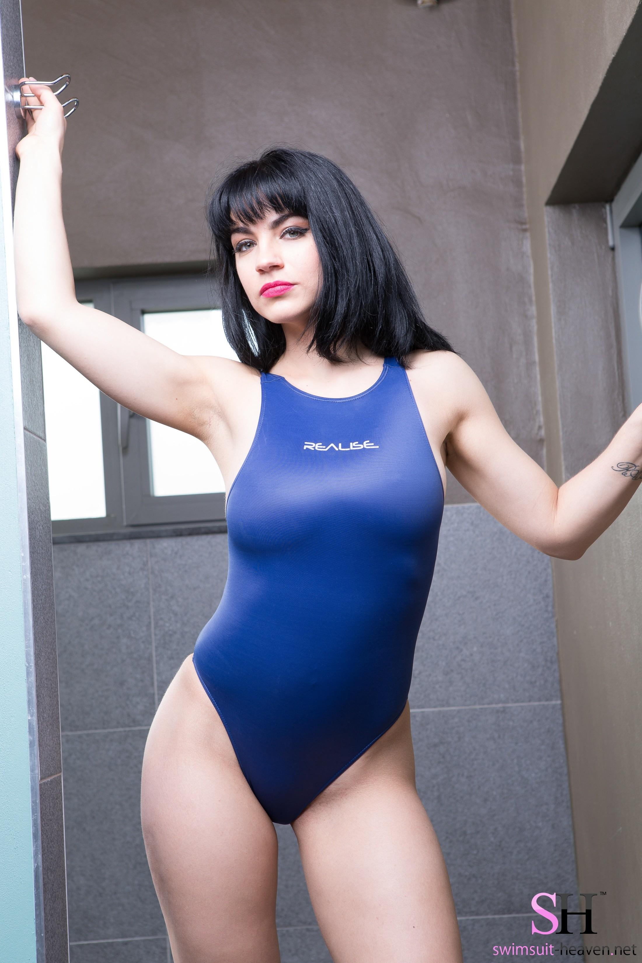 Валентина в купальнике
