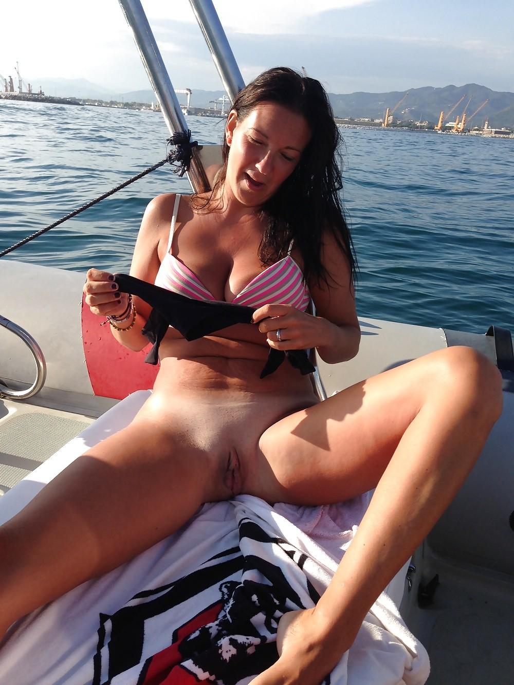 Покатал жену на яхте
