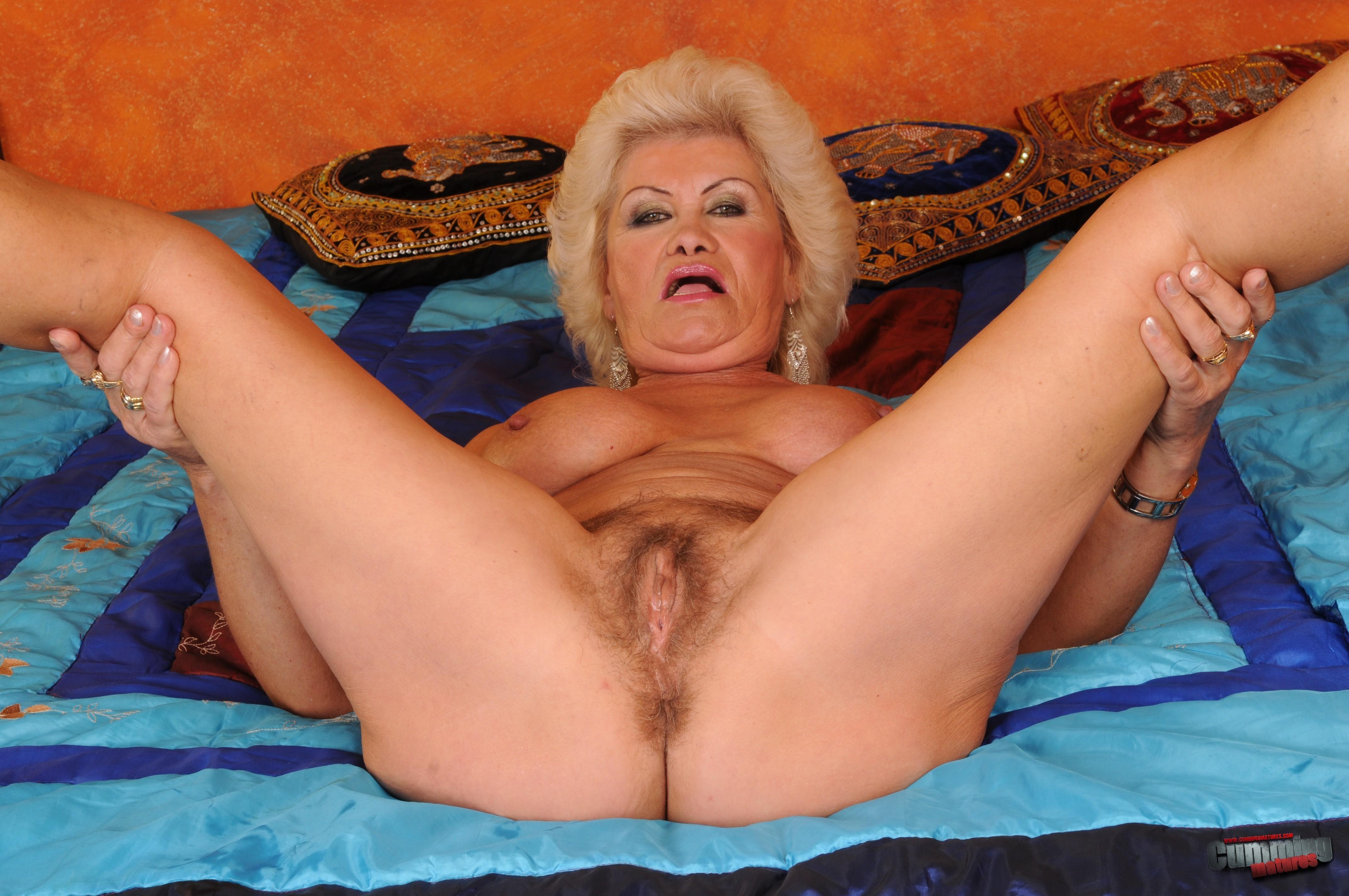Пожилые женщины раздвигают ноги - подборка 003
