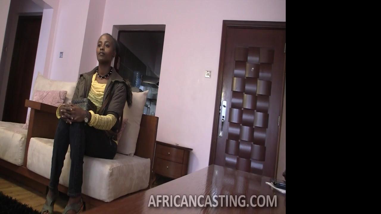 onlayn-video-golaya-molodaya-afrikanka-kisku-privat