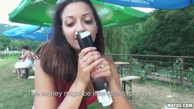 Предложил красивой потрахаться за деньги
