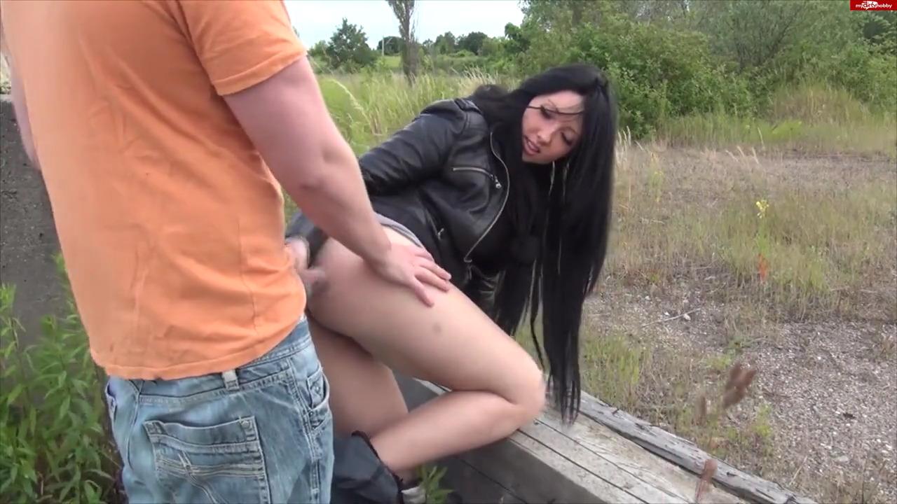Перепих с молодой немкой в лесу