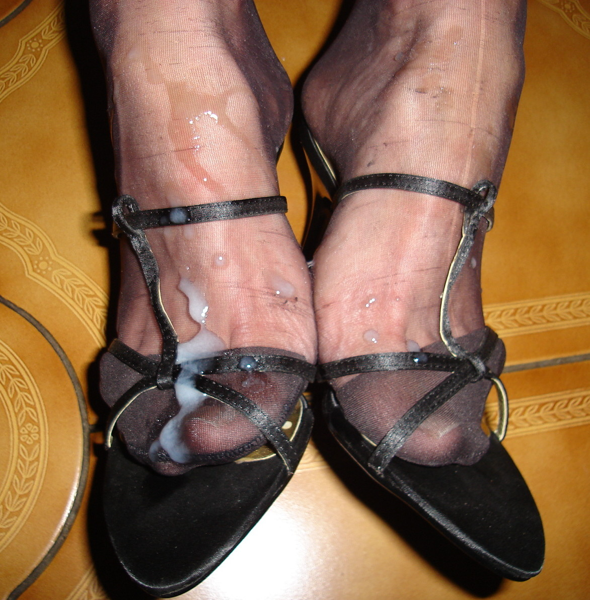 Сперма на ножках в обуви на каблуках - подборка 007