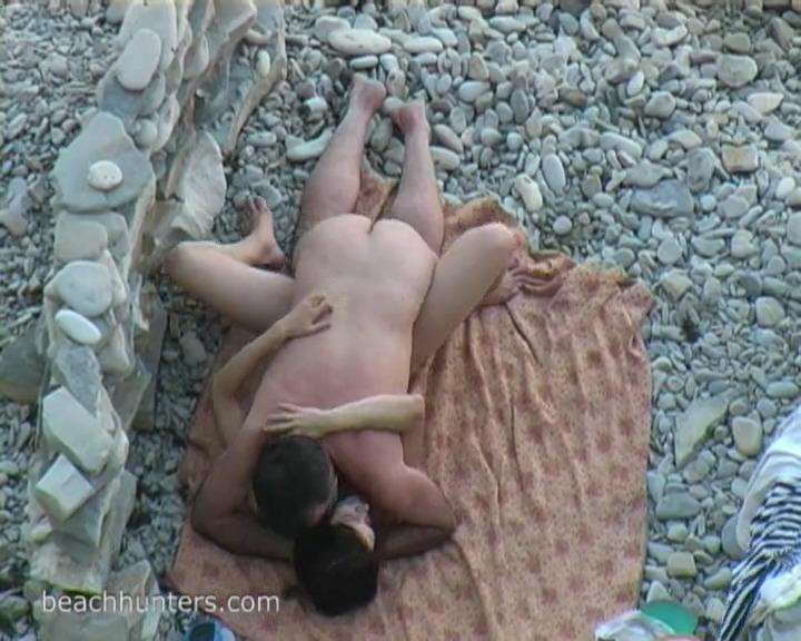 Муж с женой ебутся на пляже