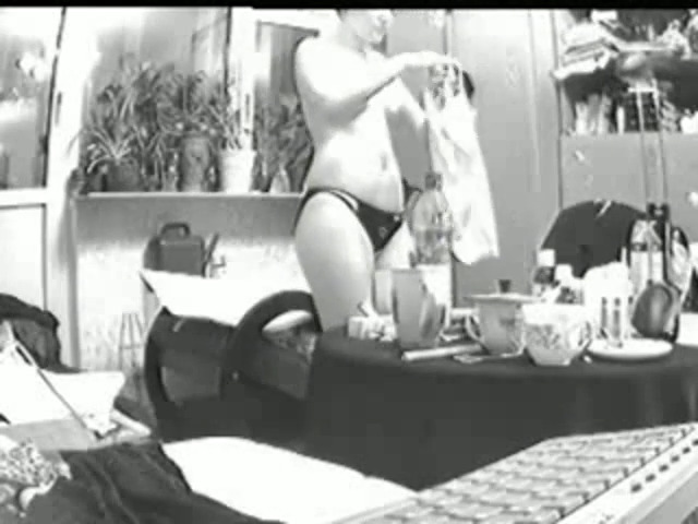Одинокие дамы мастурбируют, порно жена с мужем трахнули подругу