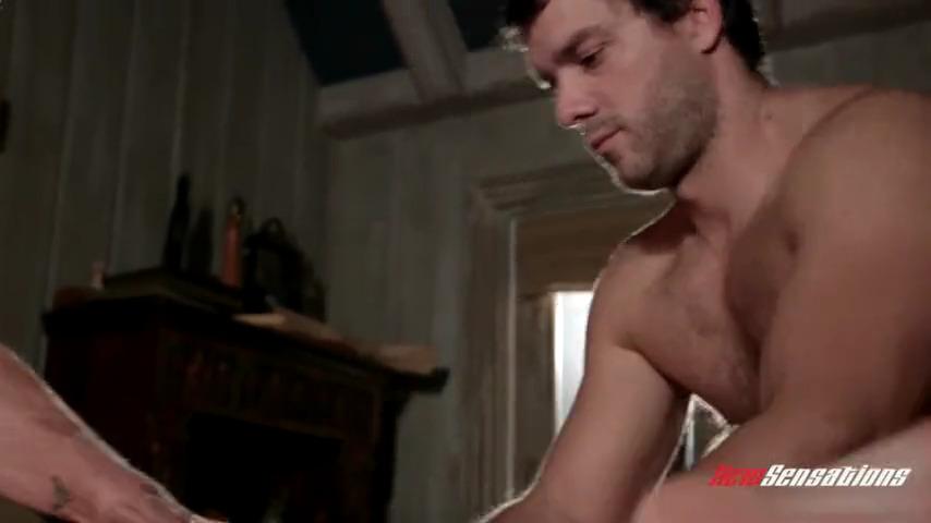Два мужика делают массаж рыжей даме с пышными формами