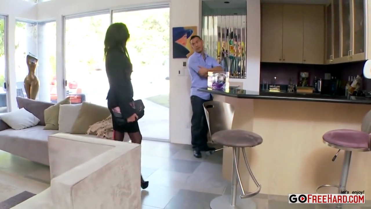 Солидная дама хотела купить дом