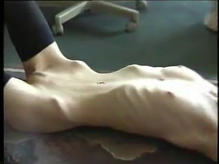 Мега худые телки позируют голыми