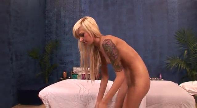 Хрупкая блондинка Emma Mae прибалдела на массаже и дала