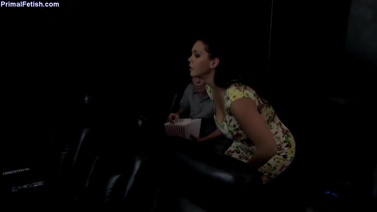 Занимаются сексом в кинотеатре видео