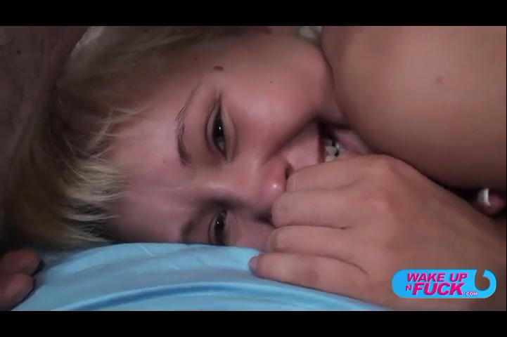 Молодая Блондинка От Трахала Свою Дырочку Пальчиками И Кончила От Этого Смотреть