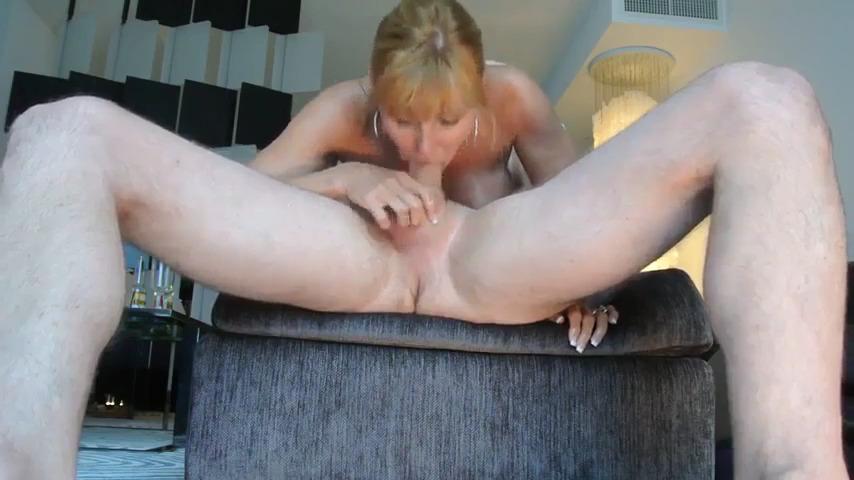 Кончает жене в рот в 69 позе